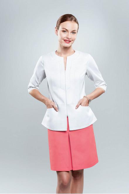Żakiet medyczny damski w kolorze białym model 1602 K1, spódnica model 4005 z kontrafałdą  w kolorze K32 koralowym